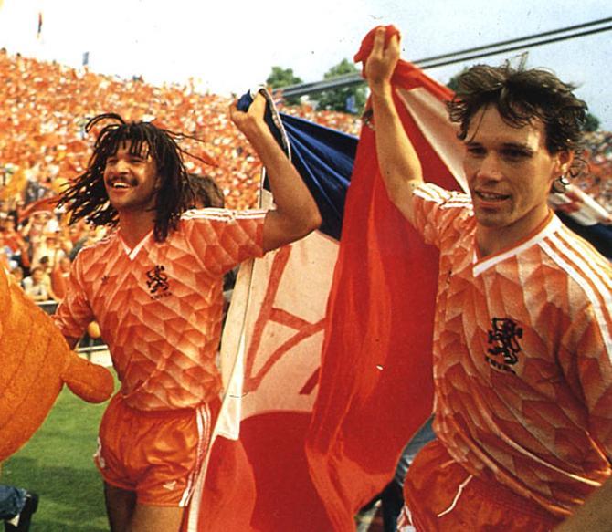 Руд Гуллит и Марко ван Бастен привели Голландию к званию чемпиона Европы в 1988 году.