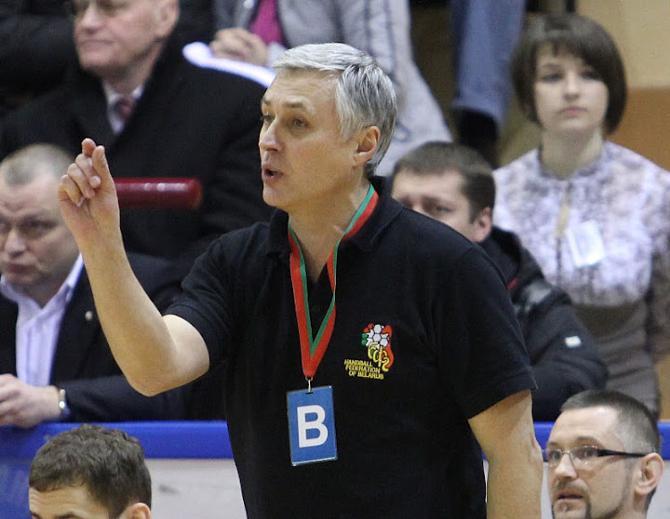 Юрию Шевцову некогда переживать из-за кадровых трудностей -- он ищет варианты