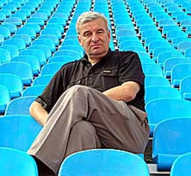 Леонид Бондарович во время матчей старается быть нейтральным.