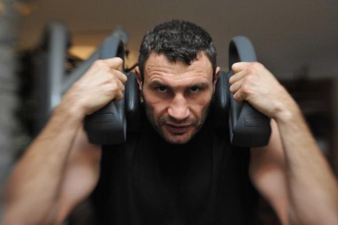 Виталий Кличко готовится побить очередного боксера из США.