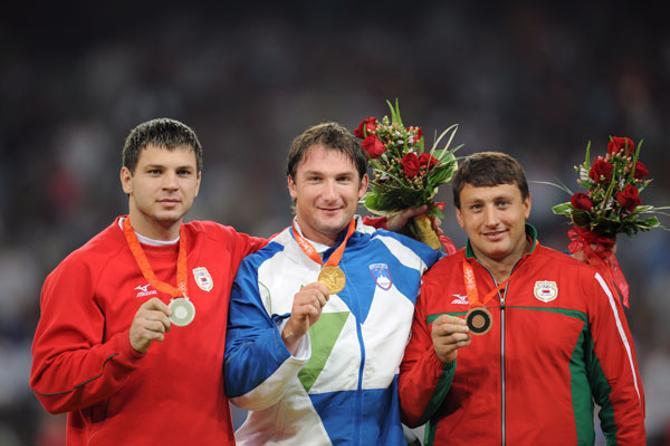 Те самые медали Пекина, которые теперь навсегда останутся у Вадима Девятовского и Ивана Тихона.