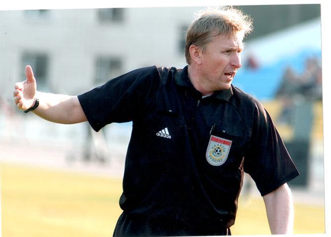 Когда Андрей Жуков еще работал судьей, на него также бросались футболисты
