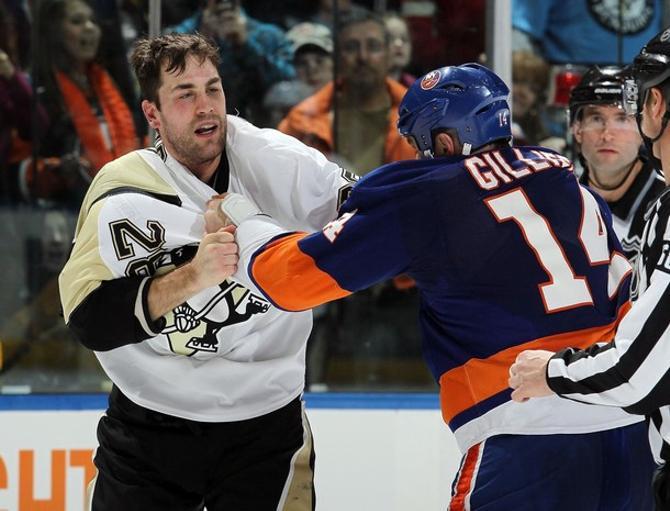 Набрав 342 минуты штрафа, хоккеисты «Питтсбурга» и «Айлендерс» провели один из самых грубых матчей в истории НХЛ.