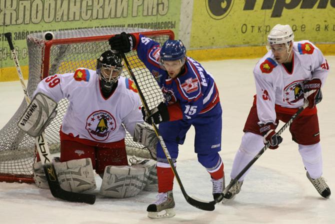 Алексей Крутиков (в центре) играл в Жлобине, но теперь очень хочет остаться в столице.