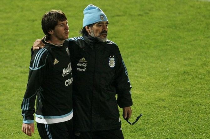 Два кумира Аргентины - Лионель Месси и Диего Марадона.