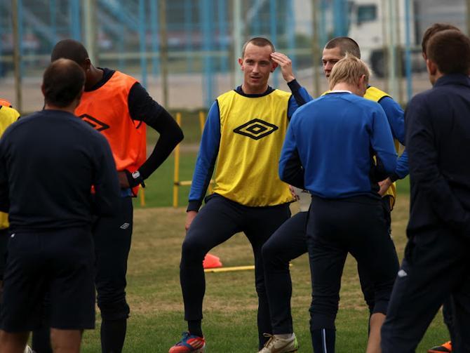 Первый гол за «Минск» Павел Войцеховски хотел отметить в стиле Дидье Дрогба, но, посмотрев на трибуны, передумал