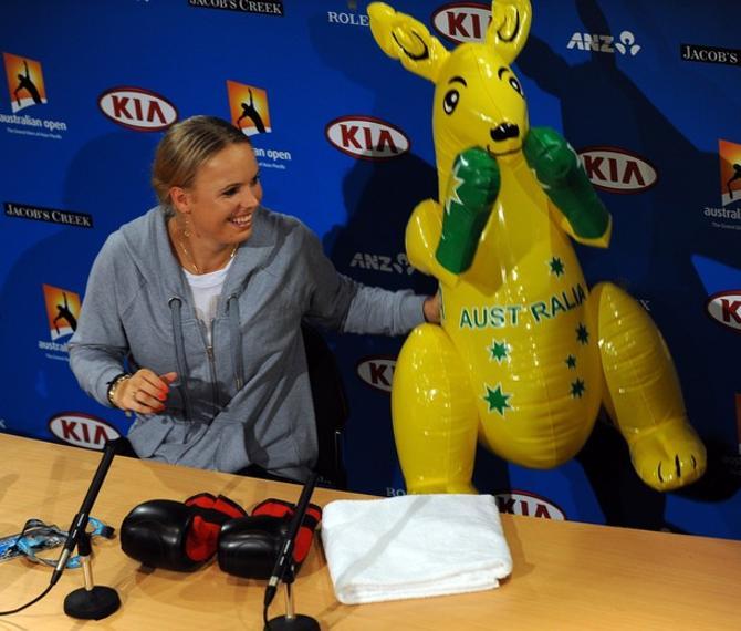 Каролин Возняцки бодро марширует по сетке Открытого чемпионата Австралии.