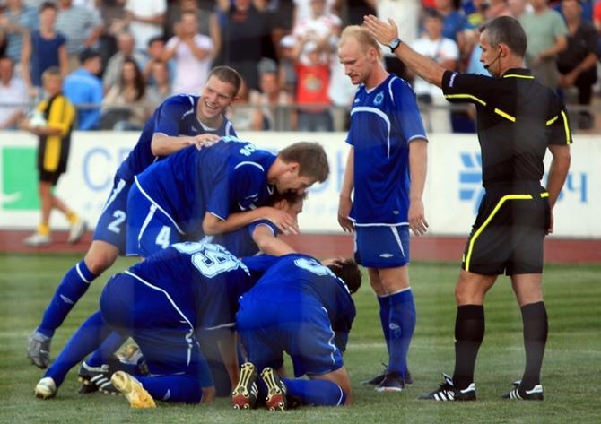 Игорь Зенькович забил гол на дорожку