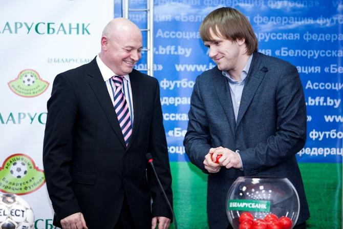 Через мгновение Игорь Пугач узнает, что начинать чемпионат «Динамо» будет матчем против БАТЭ.