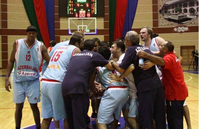 С азербайджанцем Чаком Дэвисом белорусам справиться не удалось