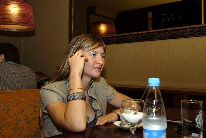 Дарья Домрачева хороша и в жизни, и на лыжне.