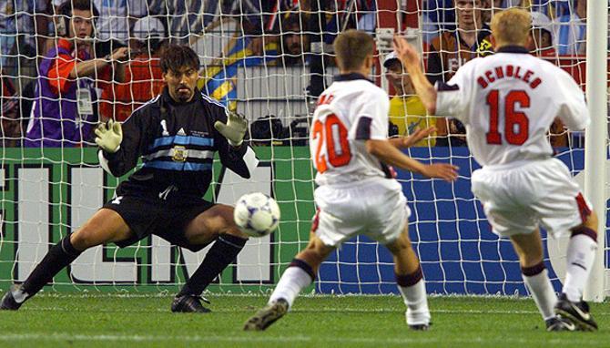 Летом-99 Карлос Роа неожиданно заявил: «Я ухожу из футбола»