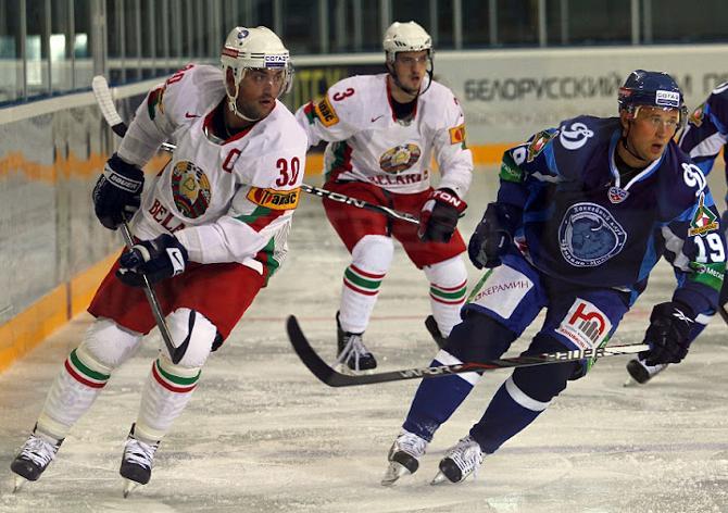 Минские динамовцы Александр Кулаков и Дмитрий Мелешко выходили на лед друг против друга.