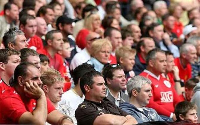 Далеко не все молодые люди в Англии могут позволить себе поход на футбол
