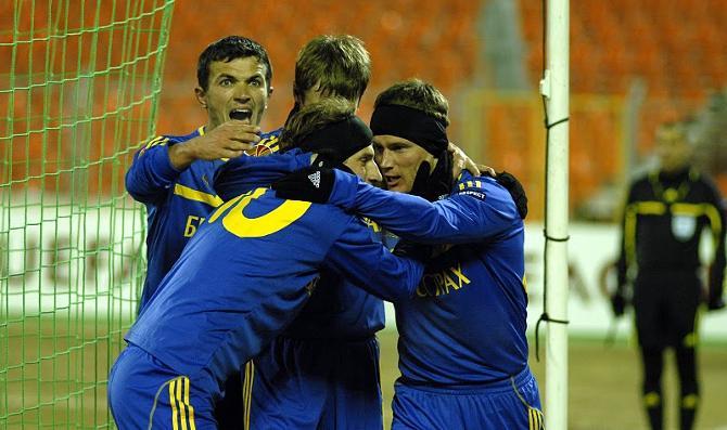 Александр Володько основательно радуется голу Ренана Брессана.