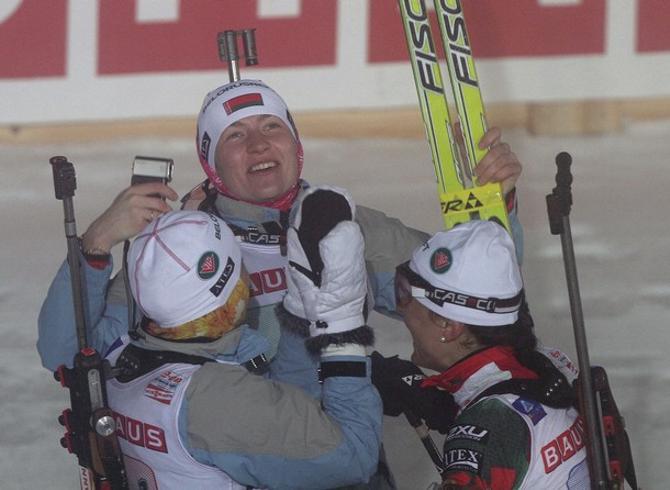 На финише белорусские девчонки слали приветы Клаусу Зиберту, который восстанавливается после тяжелой болезни