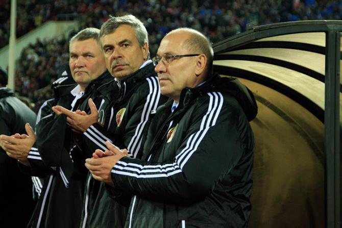 Стоит надеяться, к следующему году тренерский штаб сборной определится, во что должна играть команда