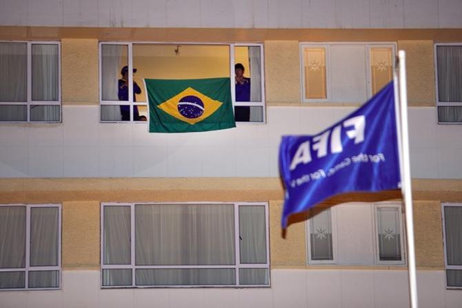 Болельщики сборной Бразилии перед матчем с Голландией волнуются, но верят в успех.