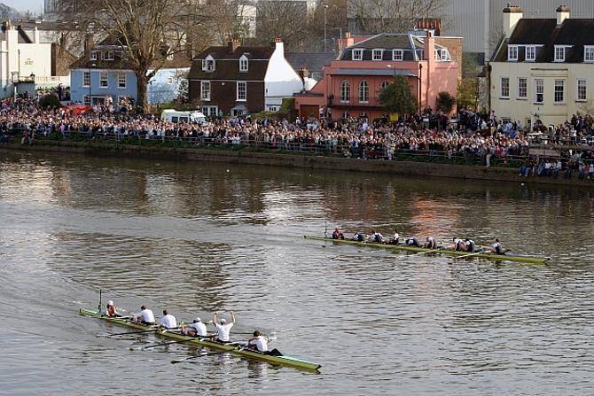 В этом году победа в регате осталась за Кембриджем.