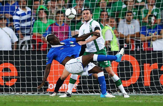 Марио Балотелли добавляет итальянцам уверенности.