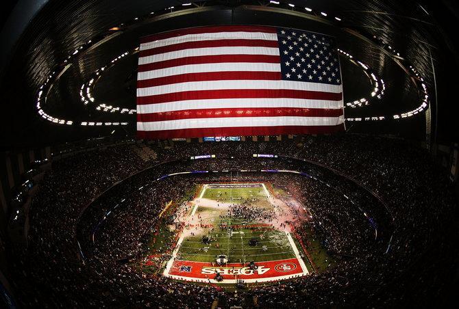 Стадион под завязку - привычная картина для любого американского матча.