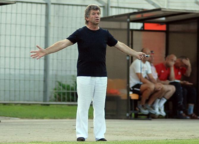 В последних матчах Владимиру Геворкяну остается только разводить руками