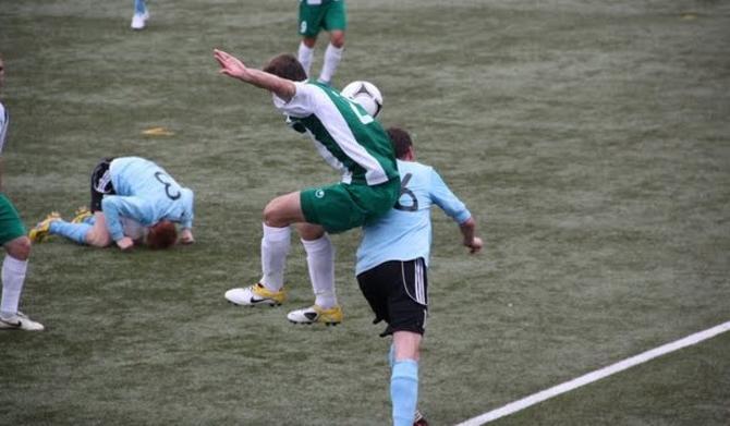 Можно, конечно, поерничать относительно того, что на Фарерах футбол фотографируют так же, как и играют в него, но лучше отметить еврокубковый рекорд