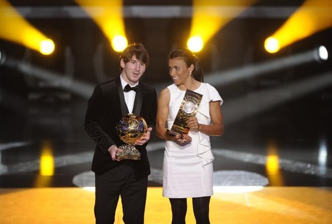 Лионель Месси отлично смотрится в паре с лучшей футболисткой мира Мартой.