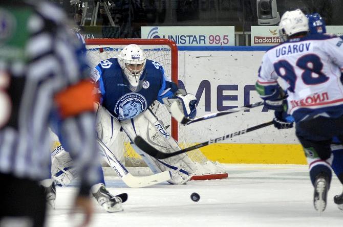 Алексей Угаров помог Андрею Мезину вернуться в ворота