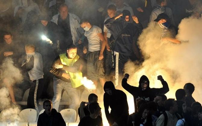 Такое фаер-шоу, как на стадионе Лобановского, белорусская милиция болельщикам вряд ли простила бы