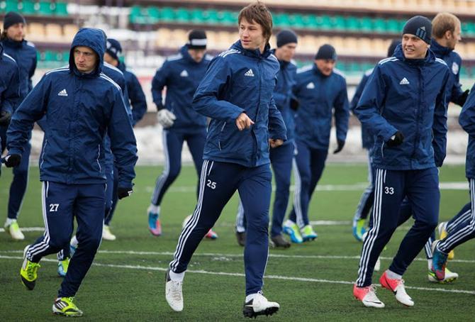Игроки БАТЭ не смогли опробовать игровое поле стадиона ЦСК «Немана» накануне матча с «Фенербахче». Их соперники — тоже.