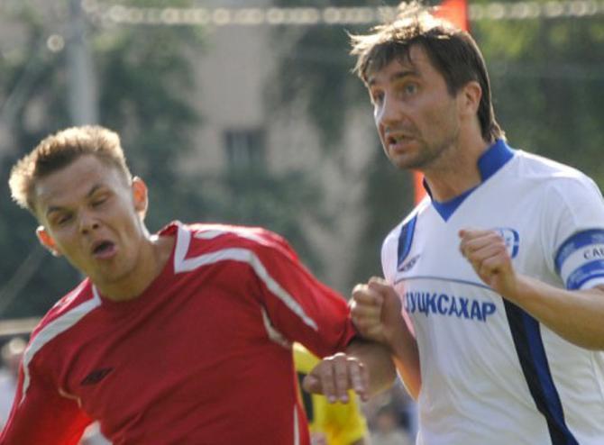 Как партнеры ни старались, а толком научить Виталия Рогожкина (на фото -- справа) играть головой у них не получилось
