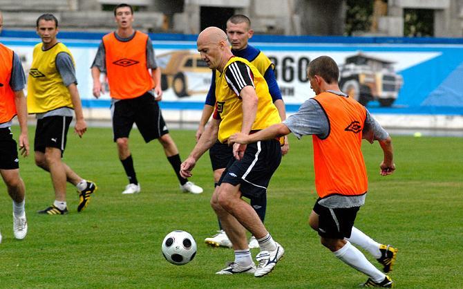 Андрей Лаврик (с мячом) сразу стал одним из лидеров