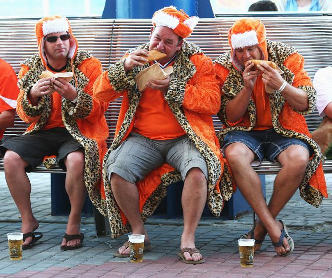 До матча с португальцами у голландских болельщиков и аппетит, и настроение были получше, чем после
