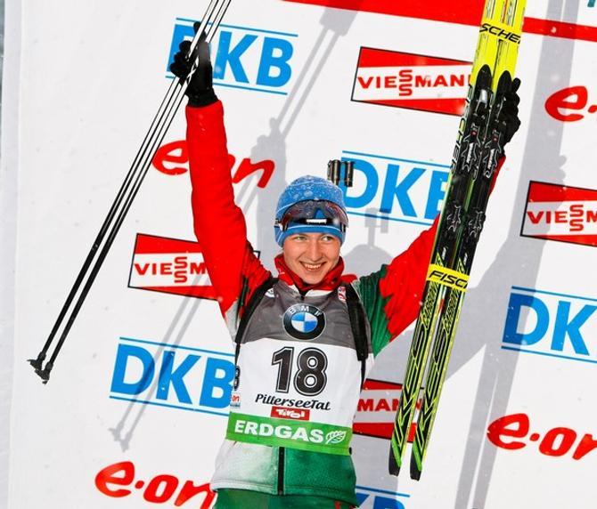 Дарья Домрачева радуется своему второму месту.
