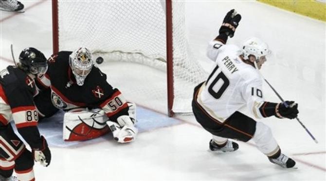 Форвард «Анахайма» Кори Перри возглавил гонку снайперов НХЛ.
