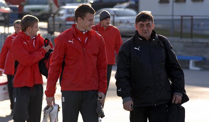 Тадеуш Переход со своими подопечными в сборной
