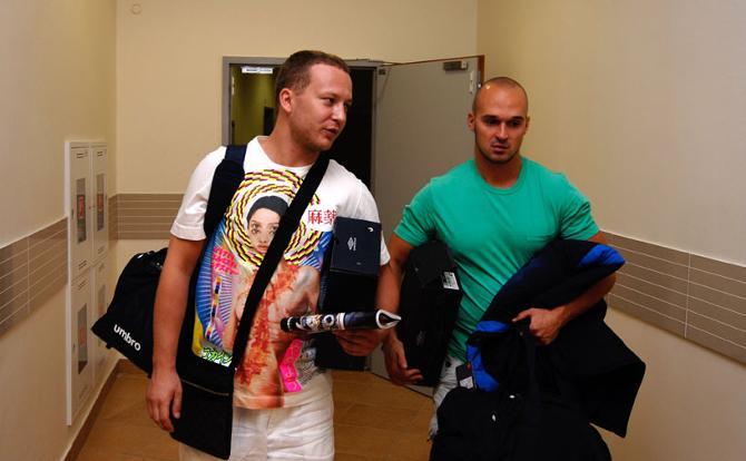 У Максим Спиридонова (справа), вещи всегда с собой.