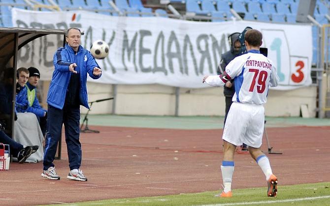 Виталий Тараканов подгонял свою команду вперед, но забить это не помогло