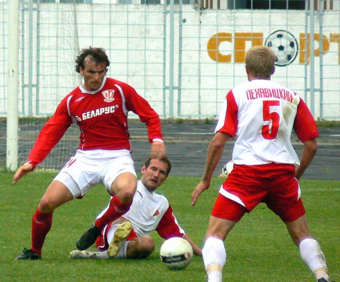 Вылканов (слева) хорошо зарекомендовал себя в Беларуси