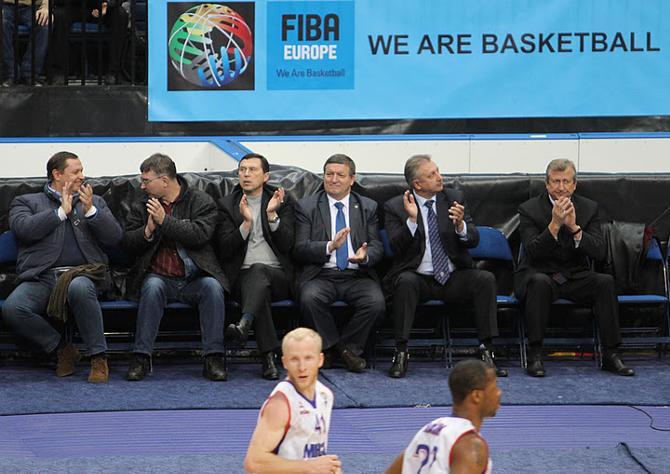 Анатолий Буяльский проигнорировал приглаглашение Виктора Каменкова (третий справа) на личную встречу