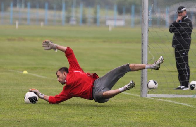 Александр Гутор очень старается вернуться в основной составе БАТЭ.
