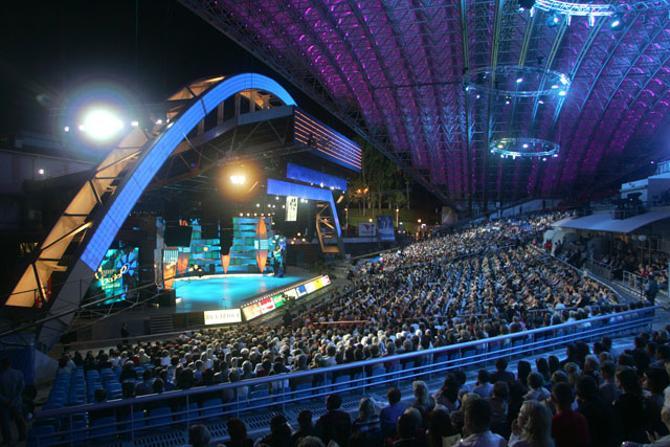 Летний амфитеатр в Витебске -- символ развития культуры и упадка спорта?