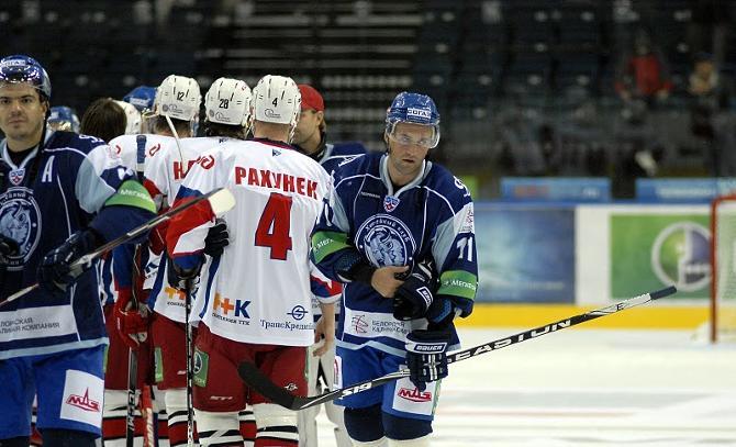 После предыдущего матча в Ярославле рукопожатие команд вряд ли было искренним.