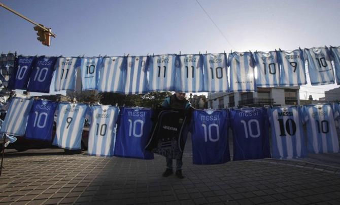 Болt.n в Аргентине хорошо, а вот сборная играет пока не очень здорово.