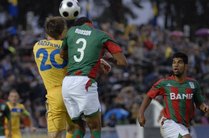 Виталий Родионов в первом тайме имел два момента, но реализовать их не сумел.