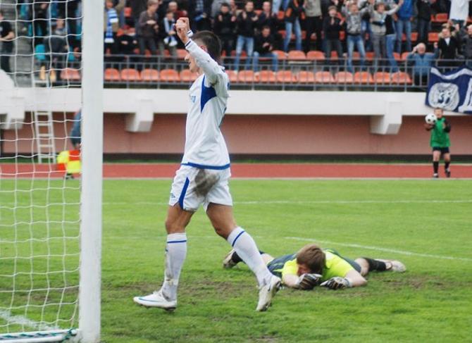 Дмитрий Мозолевский радуется голу в вотора