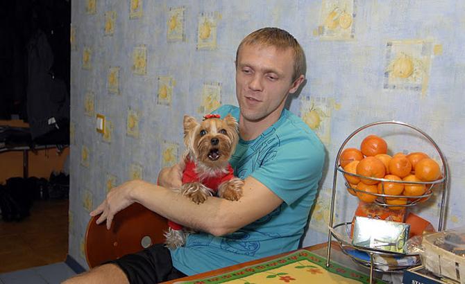 Андрей Леончик переехал из квартиры в загородный дом.