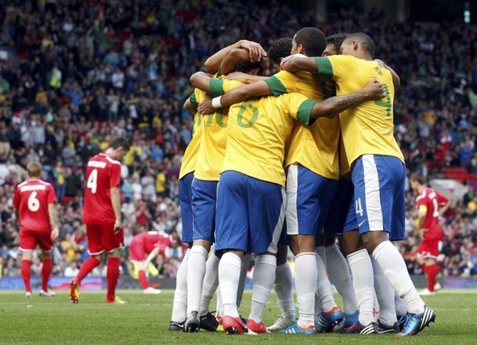 Болельщики осознают силу сборной Бразилии, но все равно расходяися в оценке игры белорусской команды