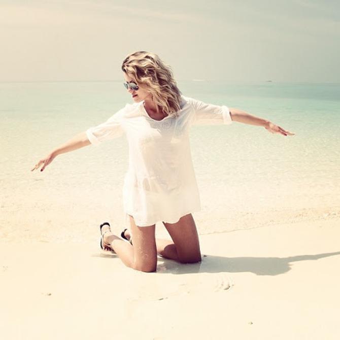 Иногда кажется, что не бриллианты — лучшие друзья девушек, а теплое море и песочек.